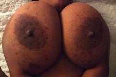 Chicas-negras-con-tetas-enormes-17
