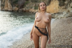 Margot-sexy-en-la-playa-6